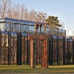 """Bâtiment résolument moderne aux façades de verre et ventilées se trouve à Vidy entre le camping et le """"Château de Vidy"""" qui est le siège du Comité International Olympique"""